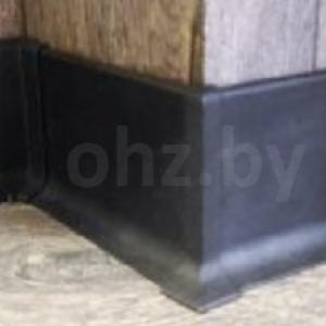 Черный алюминиевый плинтус