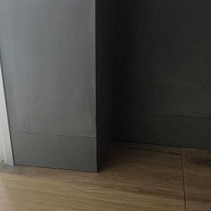 Вставка подобрана под цвет стены